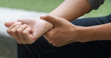 ما هي خشونة المفاصل وما هي أسبابها وأهم طرق علاجها الطبيعية