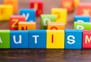 دليلك الكامل للتعرف على مرض التوحد .. أسباب الاصابة والأعراض والعلاج