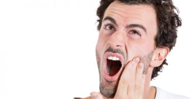 تعرف على أسباب قرحة الفم و طرق العلاج والوقاية منها