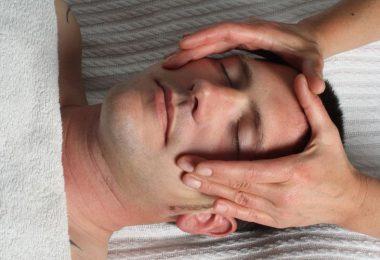 دليلك الكامل نحو طرق تدليك عضلات الوجه .. وكيف تستفيد من الأمر جيدًا ؟